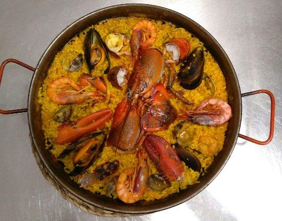 Es Llombards, España: Paella bogavante.