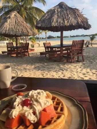 Seaspray Hotel: Breakfast and view from DeTatch