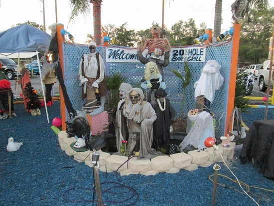 Hudson, FL: Just a few of the extensive Halloween decorations!
