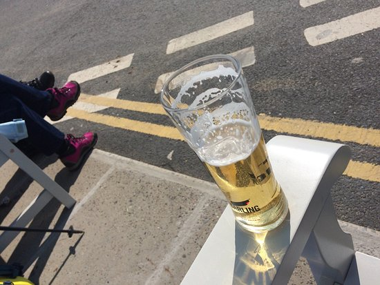 Amroth, UK: Refurbished... it's a sunny day 🌞👍