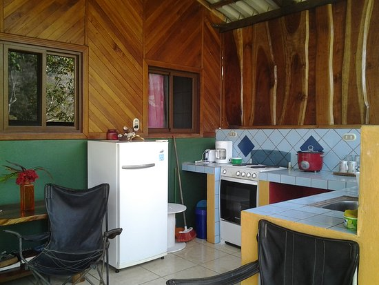 Tambor, Costa Rica: Open air kitchen in the 2 bedroom bungalow