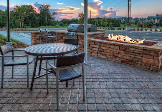 TownePlace Suites by Marriott Auburn Patio