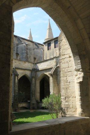 Villeneuve-les-Avignon, France: 回廊のほうが教会より有名?