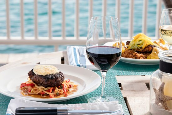 Governor's Harbour, Eleuthera: 1648 serves lunch or dinner