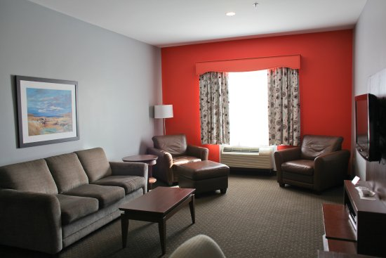 Best Western Plus Liverpool Hotel & Conference Centre: family suite living room