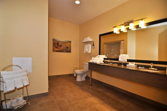 Best Western Plus Liverpool Hotel & Conference Centre: family suite bathroom