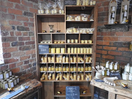 Knutsford, UK: Beeswax candles