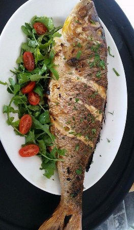 Кеа, Греция: Fresh red snapper on the grill