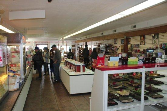 Rockaway Beach, Oregón: Our homemade fudge is smooth and rich!