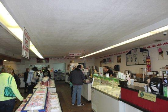 Rockaway Beach, Oregón: We have 62 different flavors of taffy!