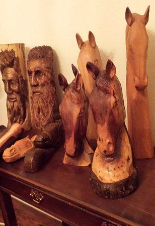 Landrum, Южная Каролина: Wood carvings