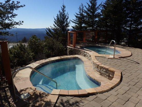 Rimfire Lodge Condos : Hot tubs