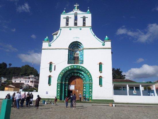San Juan Chamula, Mexiko: fachada de la iglesia de San Juan Bautista