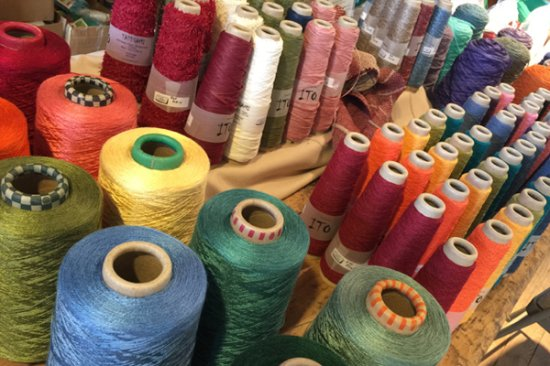 Comfort, TX: Weaving Yarns