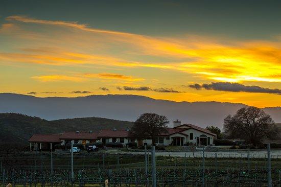 Soledad, Καλιφόρνια: Sunset view of the Inn