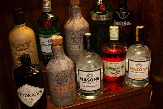 The Fleece Inn: lots of gins
