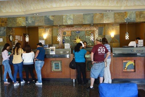 Hotel Honduras Maya: Front Desk