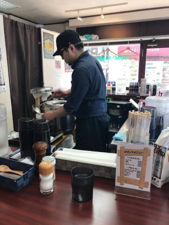 Fuchu, Japan: 店内はカウンター席のみ