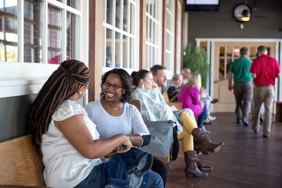Springdale, AR: Relaxing waiting area
