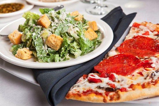 Brentwood, Τενεσί: Caesar Salad + Pizza Lunch Combination