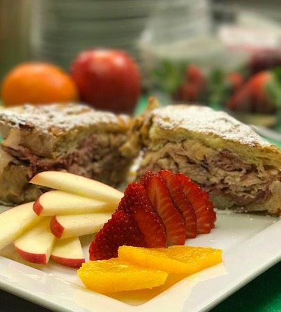 ปลาเซอร์วิลล์, แคลิฟอร์เนีย: Monte Christo Sandwich - On our Brunch Menu