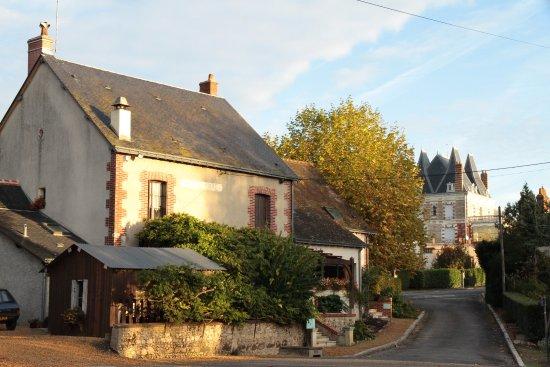 Neuille-le-Lierre, France: maison