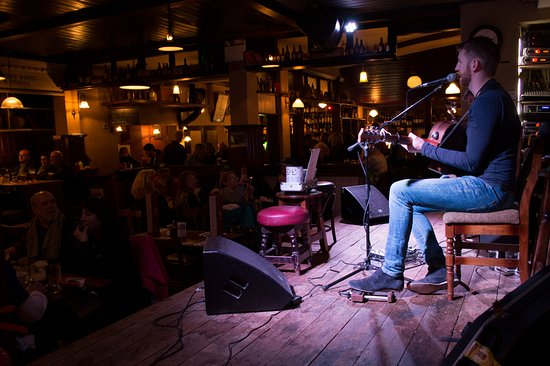 O'Flaherty's Pub: Live music always