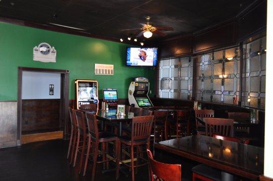 Abbotts Bar & Grill: Bar