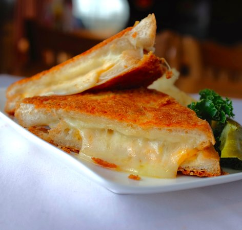 Lakeville, MN: Chicken Six Cheese Melt