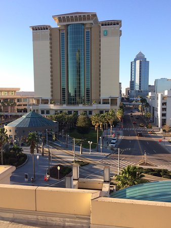 Tampa Marriott Waterside Hotel & Marina: Another view from the city side balcony.