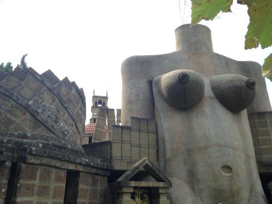 Montegabbione, Italy: parte dell'architettura in forma di corpo di donna