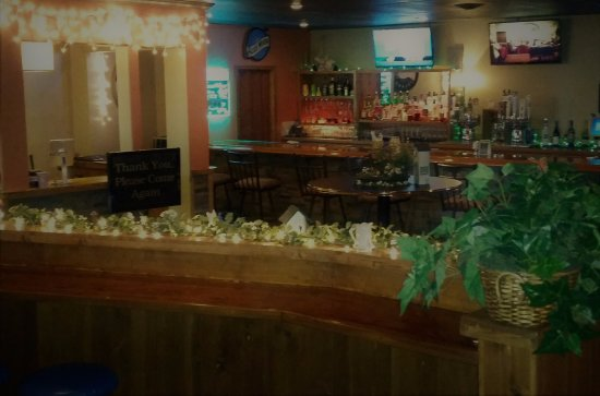 Γιάνκτον, Νότια Ντακότα: Camino offers a full bar while you watch a sporting event on one of our 9 TV's
