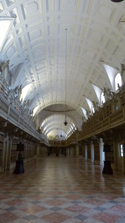 Library at Palacio de Mafra