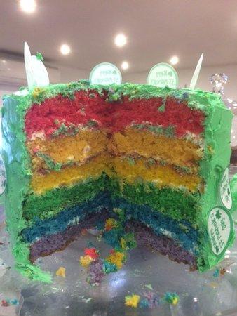 Уонтедж, UK: Rainbow cake
