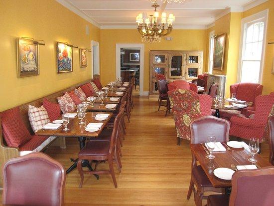 Schenectady, Estado de Nueva York: Main dining room straight on