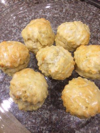 Уонтедж, UK: Lemon scones