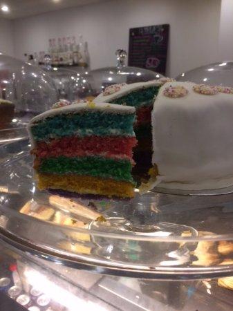 Уонтедж, UK: Another Rainbow cake