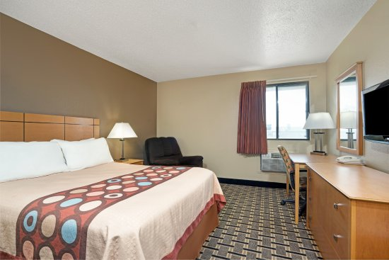 Melrose, MN: King Size Room