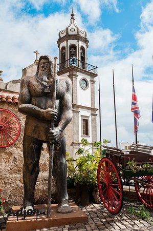 Granadilla de Abona, Spanien: Adjona Guarda la Puerta Principal de las Instalaciones