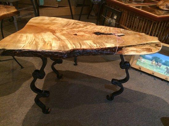 Warrenton, Βιρτζίνια: locally made Live Edge, rustic furniture