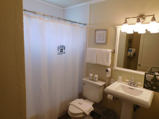Rockdale, TX: Single Queen Suite #37 Bath