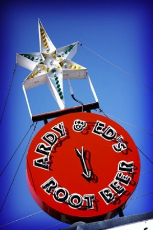 Oshkosh, WI: Iconic Ardy & Ed's Star Sign