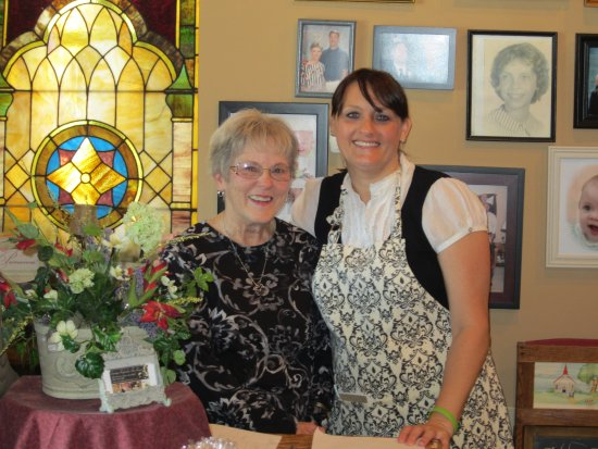 Belton, Missouri: Family and Friends at the Tearoom