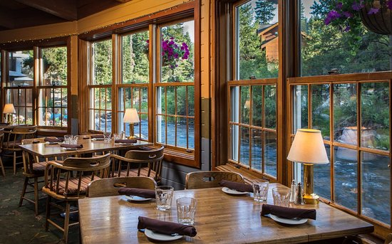 River Ranch Lodge and Restaurant: Dinner by the river is always a favorite!
