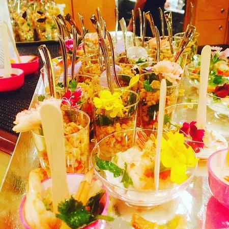 Biot, Frankrike: Quelques suggestions et salade de poulet thaï . Nos banquets