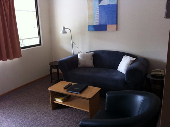 Maryborough, Australia: Executive Rooms have a lounge/dining area separate from the bedroom