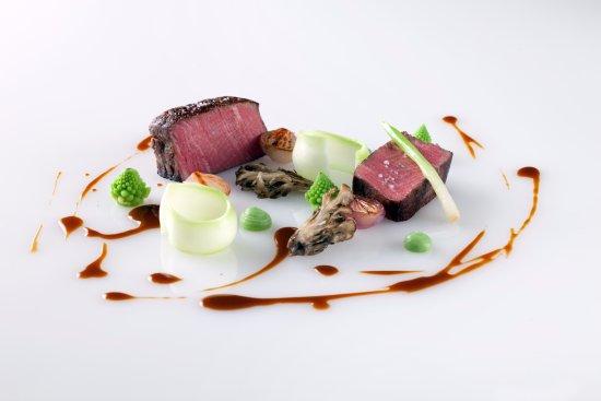 Dundas, Canada: cumbrae's beef, broccoli, mushroom, red wine sauce