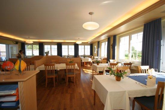 Sachseln, Switzerland: Speisesaal mit Blick auf See