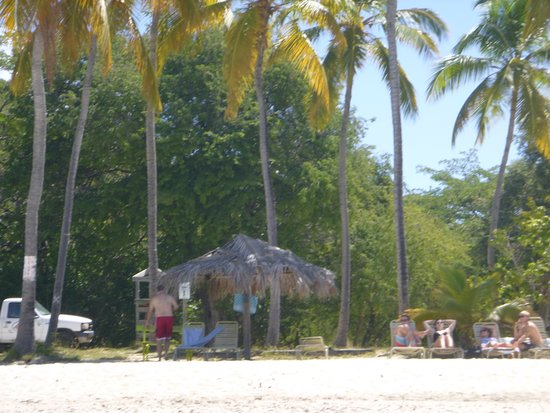 Water Island, St. Thomas: Beach chairs with shade!