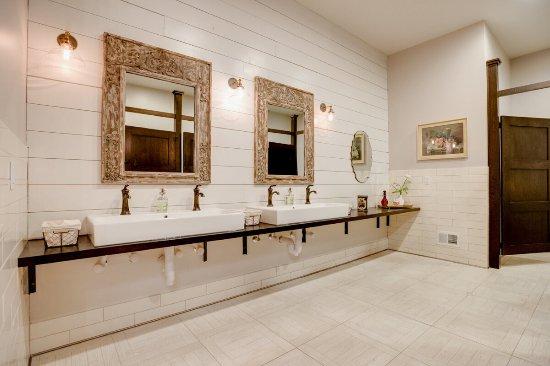 Winona, MN: Ladies Resting Room
